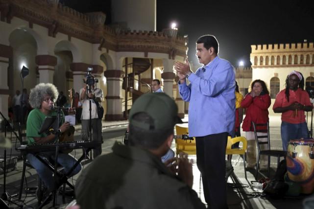 NicolasMaduro lors de son émission télévisée hebdomadaire.... (PHOTO REUTERS)