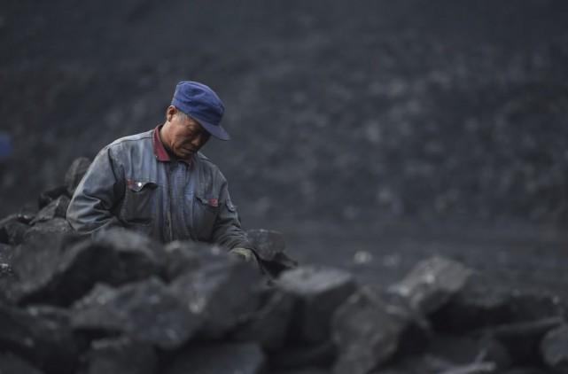 Le charbon, dont la Chine est le premier... (PHOTO GREG BAKER, AFP)