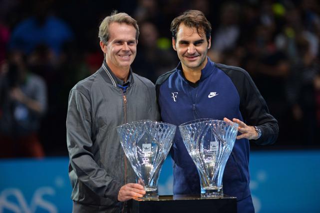 Stefan Edberg et Roger Federer... (Photo Glyn Kirk, AFP)