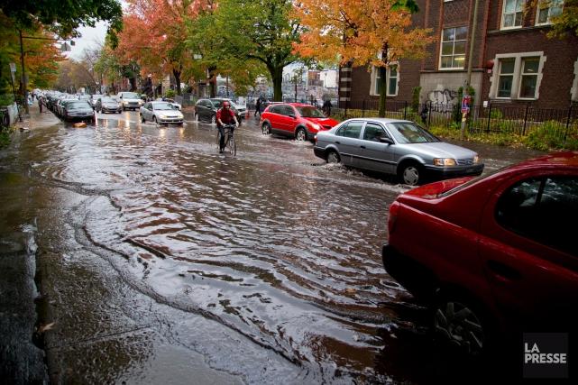 Submergés de réclamations dues aux dégâts d'eau en raison des canalisations... (PHOTO ALAIN ROBERGE, ARCHIVES LA PRESSE)