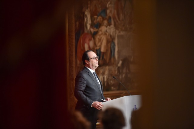 Le président François Hollande invoque la «défense des... (PHOTO STÉPHANE DE SAKUTIN, AFP)