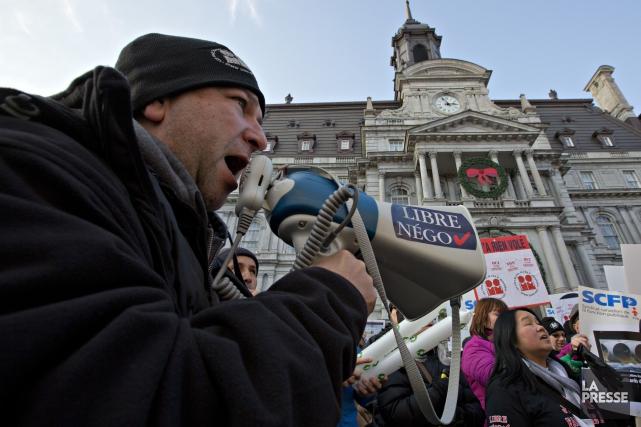 Les 8000 cols blancs de Montréal sont sans... (PHOTO OLIVIER JEAN, ARCHIVES LA PRESSE)