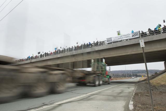 Quelque 2000 travailleurs du secteur public ont manifesté... (Spectre Média, Julien Chamberland)