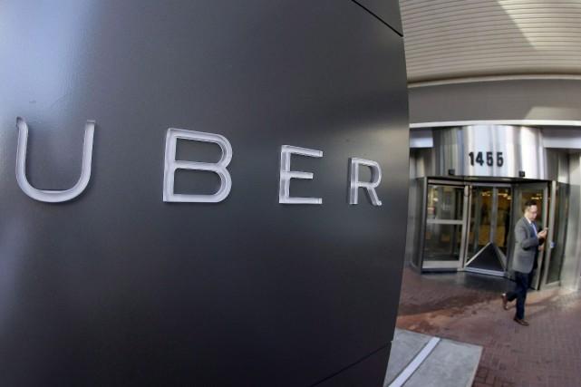 Des centaines de chauffeurs de taxi ont pris d'assaut des rues du centre-ville... (Eric Risberg, Archives AP)