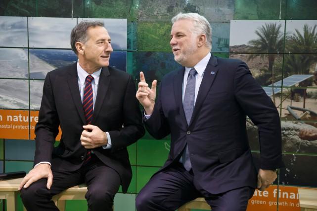 Philippe Couillard, en compagnie ci-dessus du gouverneur du... (AP, Michel Euler)