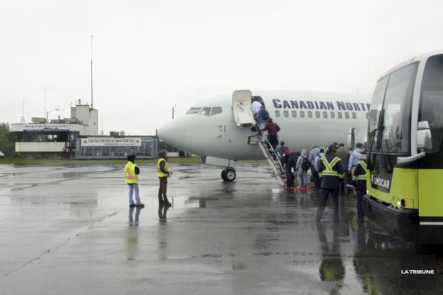 La Corporation de l'aéroport de Sherbrooke attend toujours... (Archives, La Tribune)