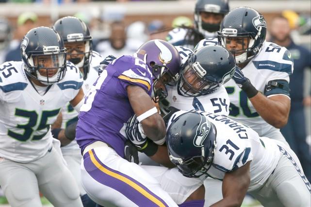 Le porteur de ballon des Vikings du Minnesota,... (AP,  Ann Heisenfelt)