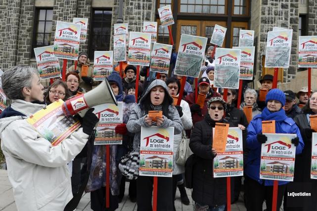 Manifestation de Loge m'entraide (Photo Le Quotidien, Jeannot Lévesque)