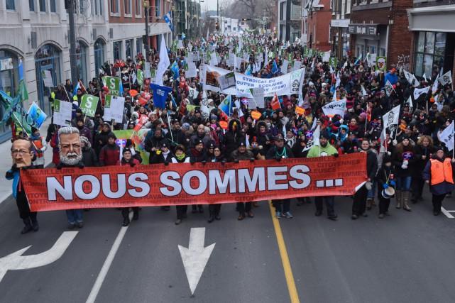 Plus de 2500 syndiqués ont envahi le centre-ville... (François Gervais)