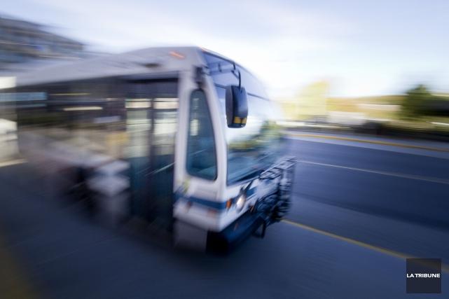 Il coûtera un peu plus cher pour prendre l'autobus à Sherbrooke en 2016 à... (Archives La Tribune)