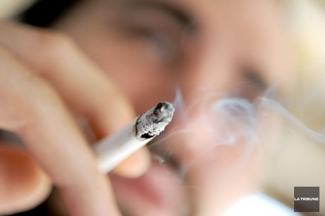 Les jeunes hommes dont la mère a fumé pendant la grossesse présentent ensuite... (Archives La Tribune)