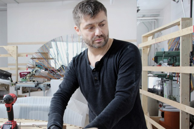 Nicolas Baier dans son atelier.... (PHOTO ROGER LEMOYNE, FOURNIE PAR L'AGAC)