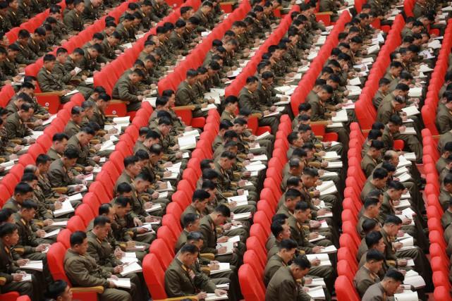 Des soldats de l'armée nord-coréenne assistent à la... (Photo Agence de presse nord-coréenne via AFP)