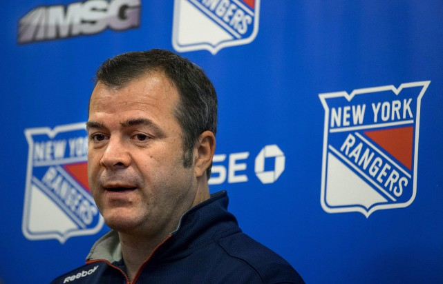 Alain Vigneault s'apprête à dirigier son 1000e match... (Associated Press)