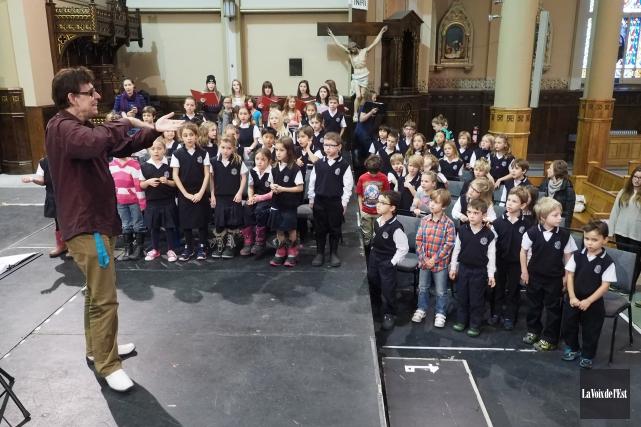 Le grand choeur de Noël comprenait 300choristes accompagnés... (Alain Dion, La Voix de l'Est)