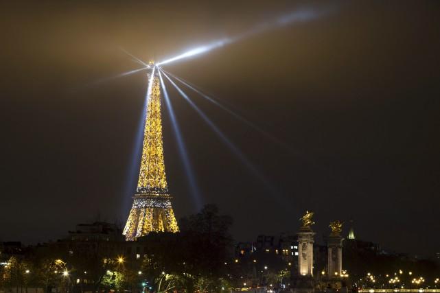 Si les réservations de vols pour Parisont baissé... (AFP, Joël Saget)