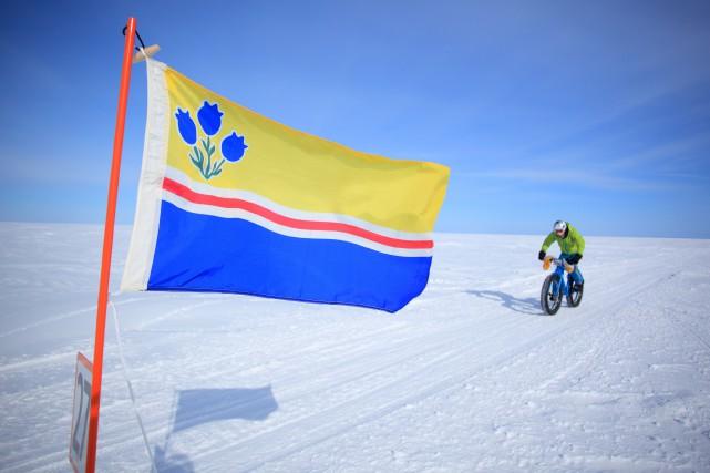 La Traversée du lac Sinat-Jean à vélo... (Photo courtoisie Charles David Robitaille)