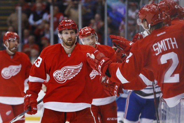 Darren Welm (43) des Red Wings de Detroit... (Associated Press)