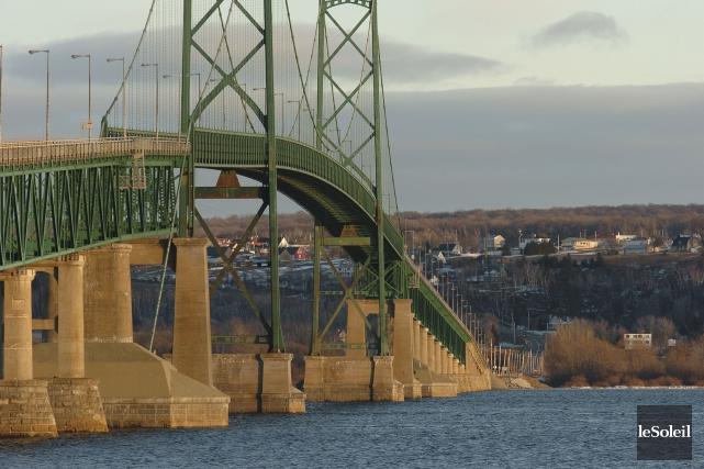 Le nouveau pont devrait être en service en... (Photothèque Le Soleil)
