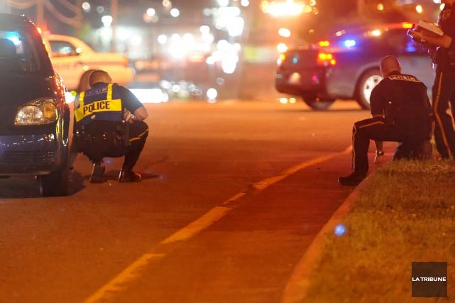 Deux piétons ont été blessés jeudi soir lors de deux collisions avec des... (Archives La Tribune, Jessica Garneau)