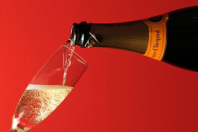 Le champagne est, d'une certaine manière... un vin terrible! (PHOTO MIGUEL MEDINA, ARCHIVES AFP)
