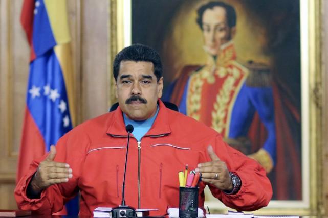«La droite se prépare uniquement à poursuivre son... (PHOTO ARCHIVES AFP)