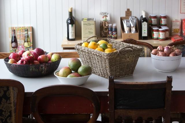 Dans Villeray, l'épicerie-traiteur La Cena a généralement un... (PHOTO ROBERT SKINNER, ARCHIVES LAPRESSE)