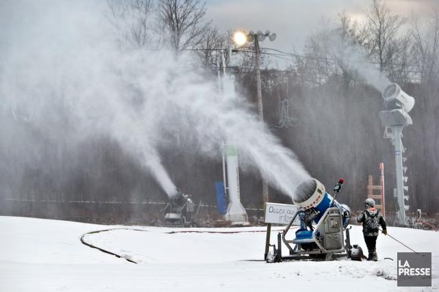 Les stations de ski du Québec doivent se... (PHOTO ROBERT SKINNER, ARCHIVES LA PRESSE)