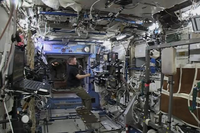L'astronaute américain Kjell Lindgren... (Photo fournie par la NASA)