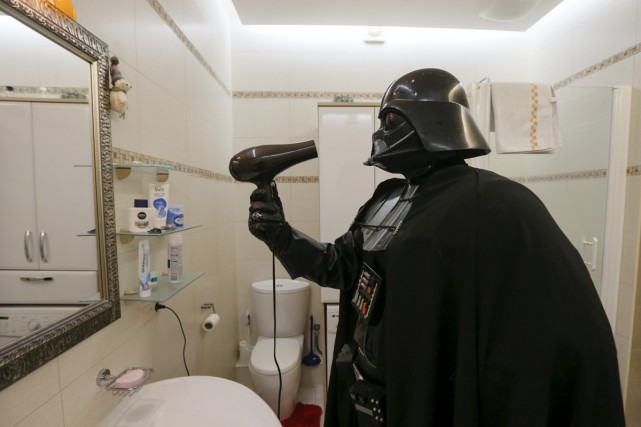 Darth Mykolaiovych Vader, habillé comme le personnage de... (PHOTO REUTERS)