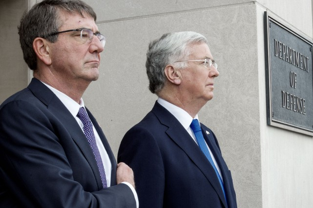 Le secrétaire américain à la Défense, Ashton Carter,... (PHOTO PAUL J. RICHARDS, AFP)