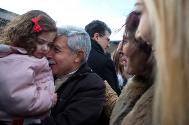 Hagop Manushian tient sa petite fille Rita Mahserjian... (La Presse Canadienne)