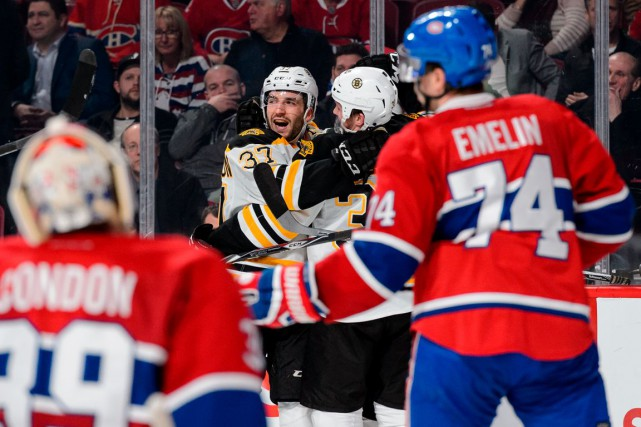 Patrice Bergeron et les Bruins de Boston ont... (AFP, Minas Panagiotakis)