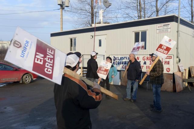Le piquet de grève est maintenu par les... (Sylvain Mayer)
