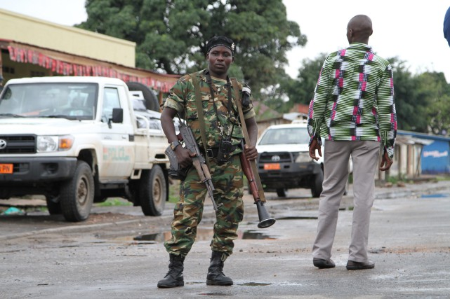 Dans l'après-midi, le porte-parole de l'armée burundaise, le... (PHOTO AP)