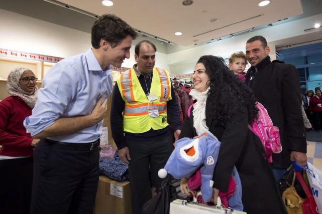 Justin Trudeau a rencontré des réfugiés syriens arrivés... (Photo Nathan Denette, PC)