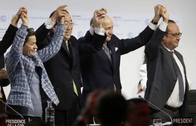 «L'accord de Paris pour le climat est adopté»,... (AFP, François Guillot)