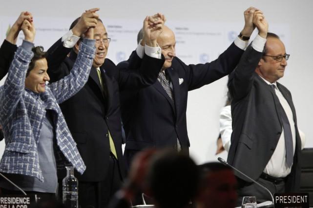 «L'accord de Paris pour le climat est adopté»,... (François Guillot, AFP)