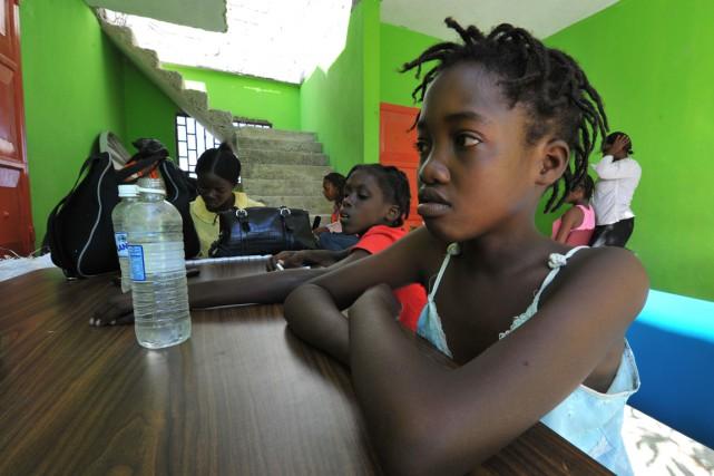 D'anciennes domestiques sont asisses à une table duCentre... (PHOTO CHARLES ONIANS, ARCHIVES AFP)