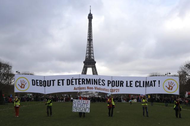 Les engagements des États à réduire leurs émissions... (Photo Matt Dunham, AP)