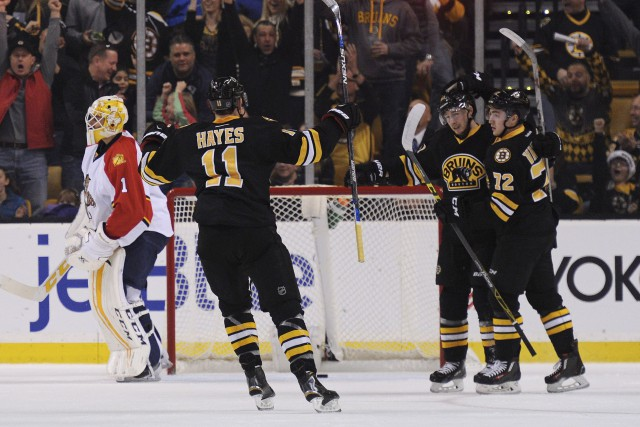 Ryan Spooner (au centre) a compté deux buts... (Photo Bob DeChiara, USA Today)