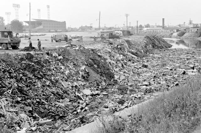 La rivière Saint-Charles en 1962... (Photo Les Archives du Photographe. Fonds Photo Moderne. Collection Jocelyn Paquet)