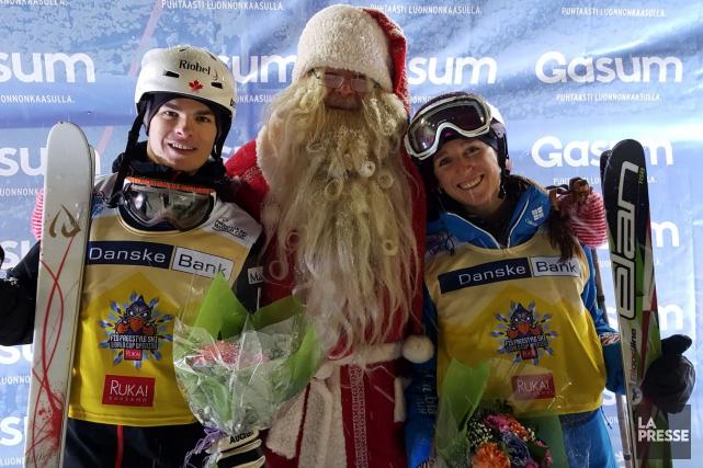 Le père Noël s'est pointé samedi pour souligner... (Fournie par la FIS, Joe Fitzgerald)
