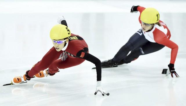 Marianne St-Gelais (à droite) a grimpé sur la... (Agence France-Presse)