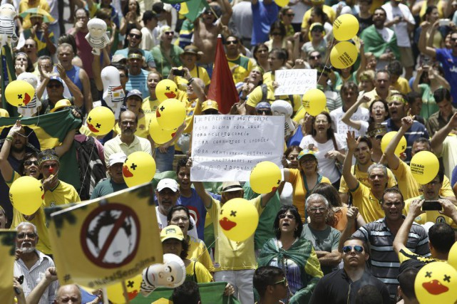 Réélue de justesse fin 2014, Mme Rousseff se... (PHOTO Miguel Schincariol, AFP)