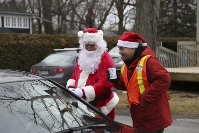 Le maire de Cowansville, Arthur Fauteux, a donné... (photo Julie Catudal)