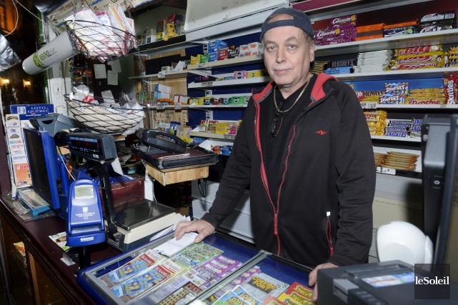 Le propriétaire de l'Épicerie économique, Daniel Racine, a... (Le Soleil, Jean-Marie Villeneuve)