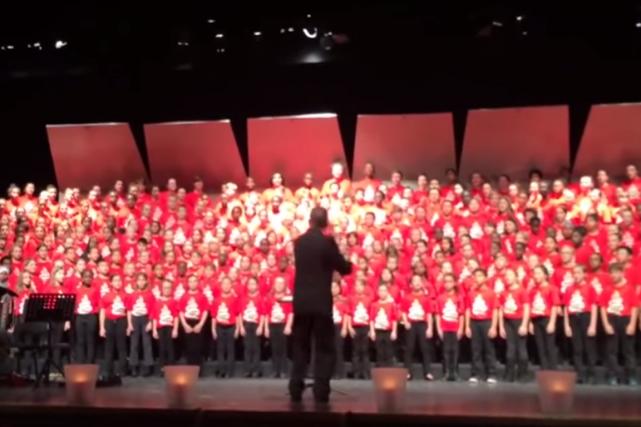 Une chanson en arabe interprétée par une chorale d'élèves d'Ottawa, présentée... (Image tirée de la vidéo)