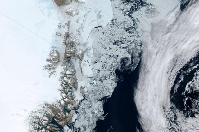 Le glacier géant de Zachariae Isstrøm.... (PHOTO ARCHIVES AFP)