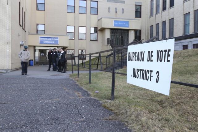Plus de 383électeurs se sont prévalus de leur droit de vote par anticipation,... (photo Julie Catudal)